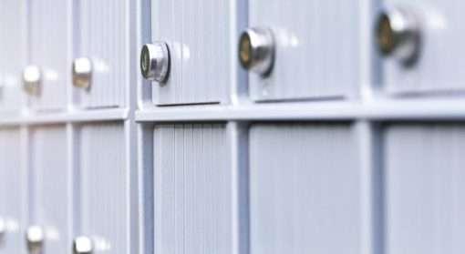 Hemmelig adresse, relokalisering, adressesperre og ny identitet er noen virkemidler dersom du utsettes for vold eller trusler.